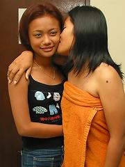 Amateur Thai lesbians