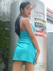 Stunning young Filipina plays with her pussy outside her house