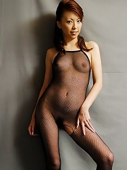 Tomoe Hinatsu is posing in a sexy lingerie and black fishnet