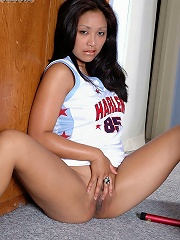 Asian American girl Angelina wants you to see her naked!
